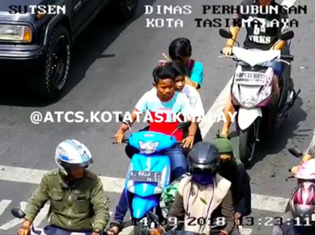 Ditegur Lewat CCTV, Tiga Bocah Boncengan Tanpa Helm Ini Langsung Pulang