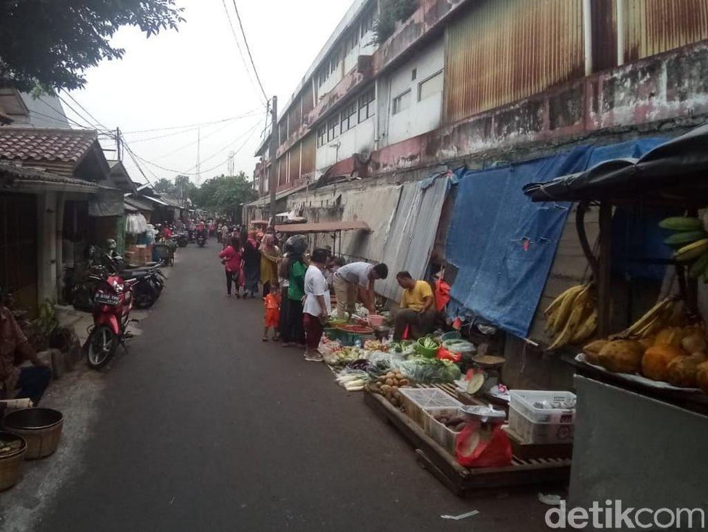 Pasar Depok Jaya Semrawut, PKL Penuhi Pinggir Jalan
