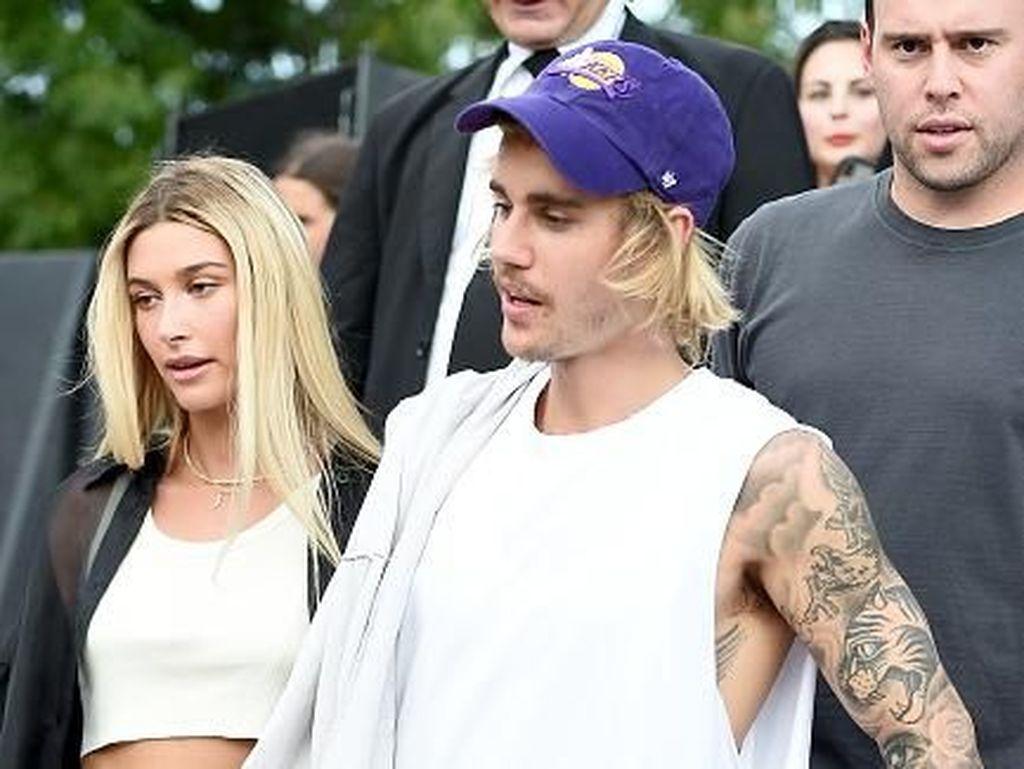 Bikin Meleleh! Justin Bieber Rayu Hailey Baldwin di Istana Buckingham