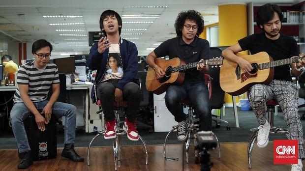 Band d'Masiv kala berkunjung ke CNNIndonesia.com, September 2018.