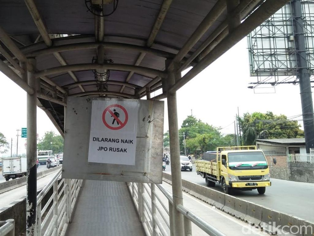 Warga Curhat Lambannya Perbaikan JPO Jembatan Gantung di Daan Mogot