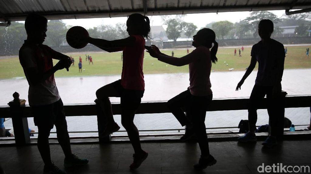 Meski Hujan, Atlet Atletik Asian Para Games Tetap Semangat Berlatih