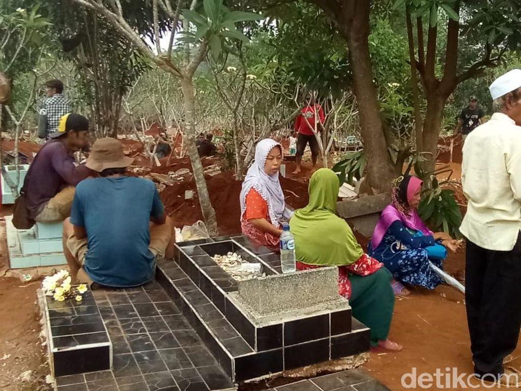 Kena Proyek Tol Desari, 525 Makam di Limo Depok Dibongkar