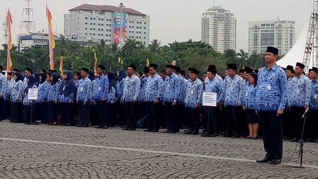 Anies berpesan biar para PNS meneladani usaha warga Indonesia di masa usaha dahulu.