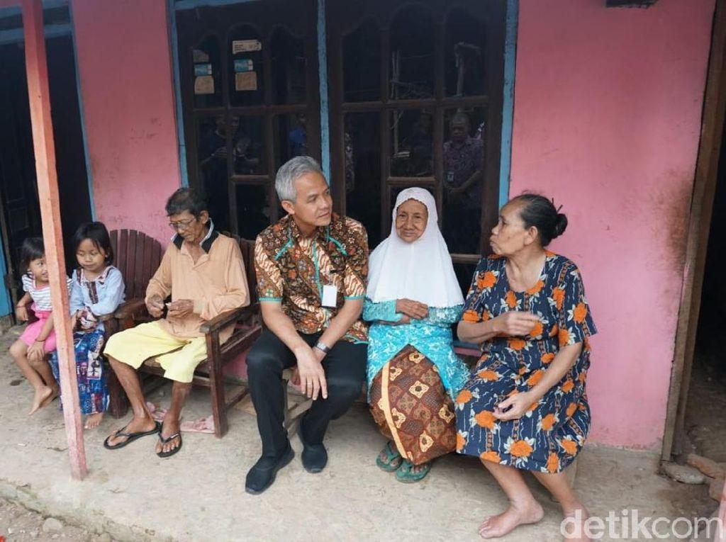 Rayuan Gubernur Ganjar Pada Mbah Kusnari Agar Mau Pindah Rumah