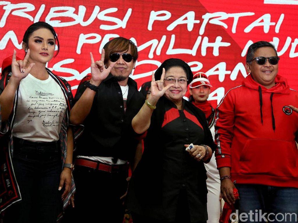 Cerita Megawati Saat Luncurkan Atribut Milenial PDIP