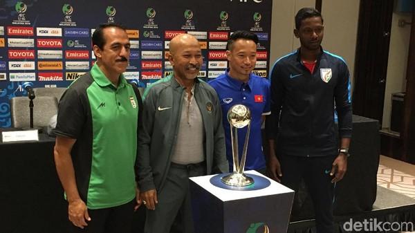 Saling Respek Fakhri Husaini dan Para Pelatih Grup C Piala Asia U-16