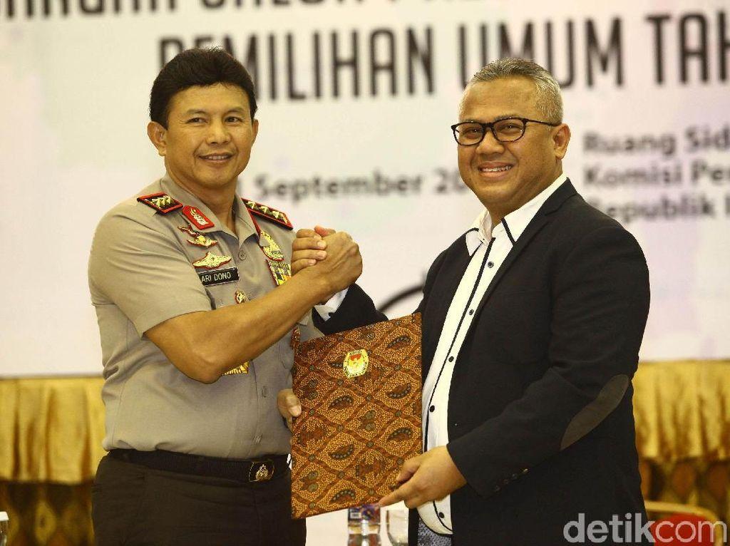 Momen KPU Tetapkan Prabowo dan Jokowi Capres 2019