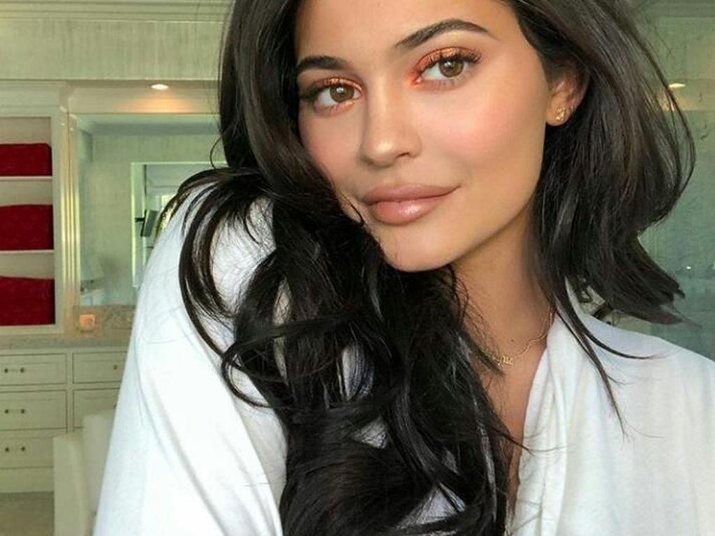 Kylie Jenner Bantah Pamer Kekayaan saat Makan Malam Bareng Alex Rodriguez