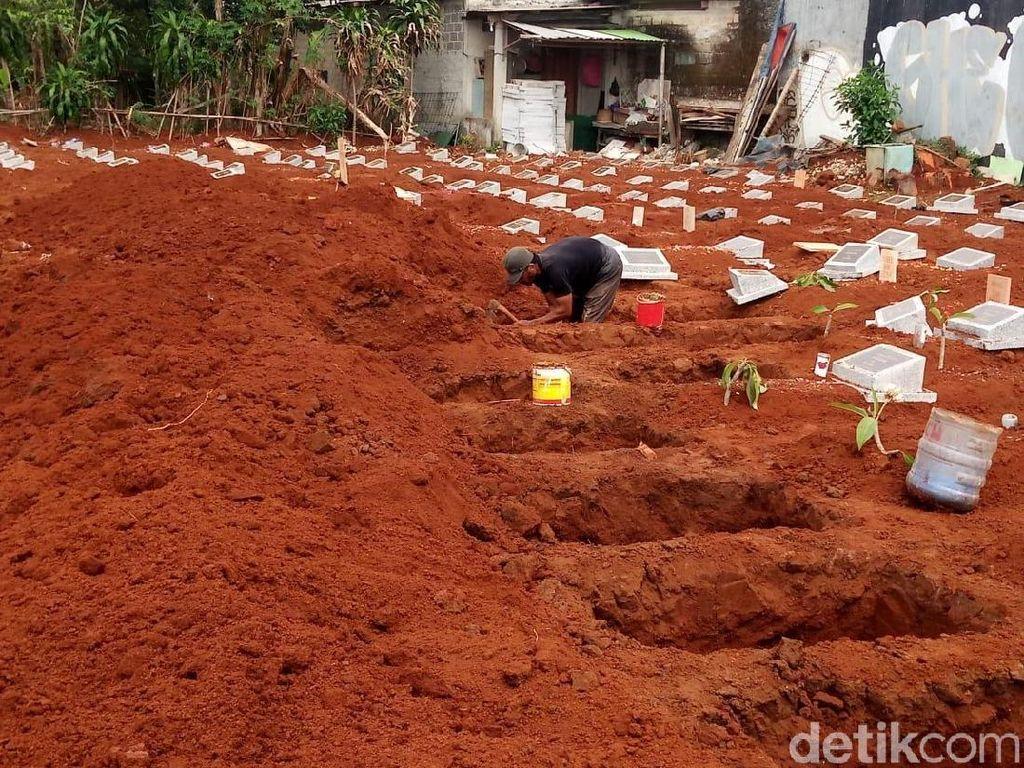 Misteri Pengiring Pemindahan Ratusan Makam di Depok