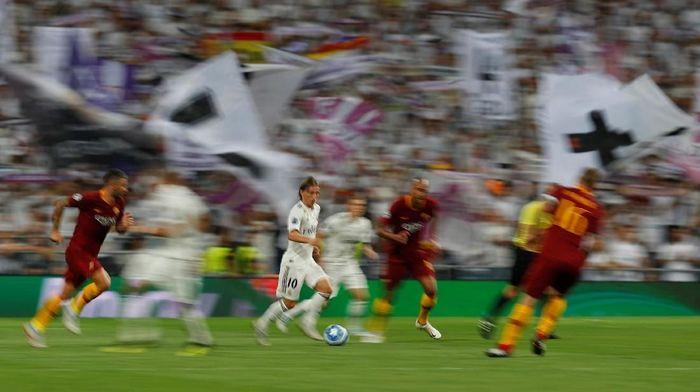 AS Roma kalah 0-3 saat tandang ke markas Real Madrid di matchday 1 Liga Champions (Foto: Paul Hanna/Reuters)