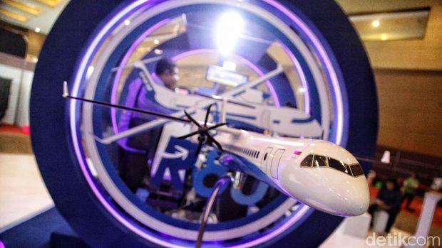Miniatur pesawat R80 di Bekraf Habibie Festival beberapa waktu lalu