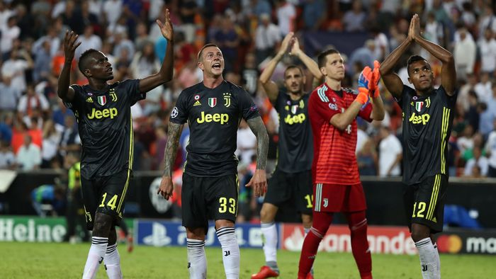Wojciech Szczesny rasanya tak punya lawan untuk merebut posisi kiper terbaik dari matchday pertama. Selain menghalau tendangan penalti Daniel Parejo dia total membuat enam penyelamatan dalam kemenangan 2-0 Juventus atas Valencia. (REUTERS/Sergio Perez)