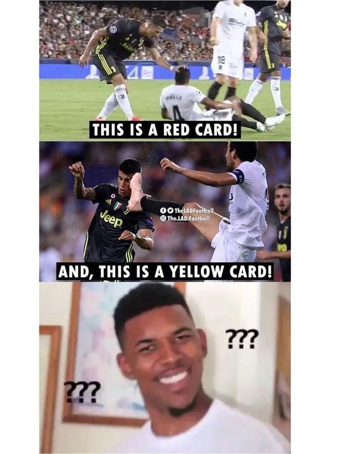 Mungkin ada yang sedang berpikir keras kenapa Ronaldo dikartu merah setelah memegang kepala Jeison Murillo. Daniel Parejo dikartu kuning setelah menyentuh wajah Joao Cancelo dengan kaki. (Foto: Instagram)