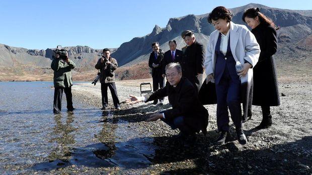 Daki Gunung dengan Kim Jong-un, Mimpi Moon Terwujud