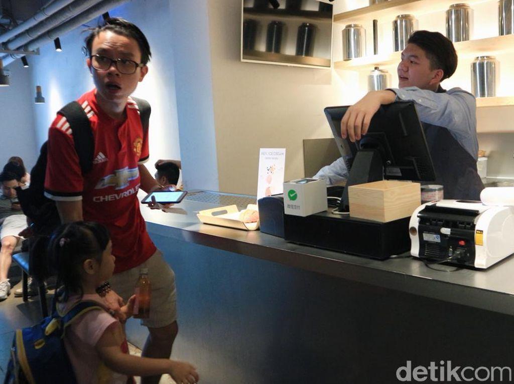 Di Guangzhou, Beli Makanan hingga Sewa Sepeda Bayarnya Pakai HP