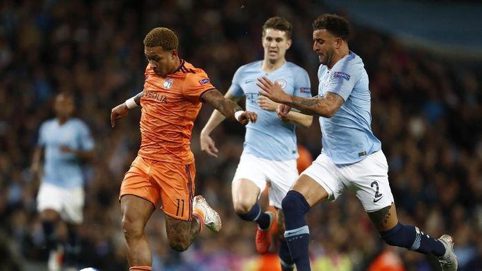 Memphis Depay mencetak satu assist saat Lyon menaklukkan Manchester City. (Foto: Julian Finney/Getty Images)