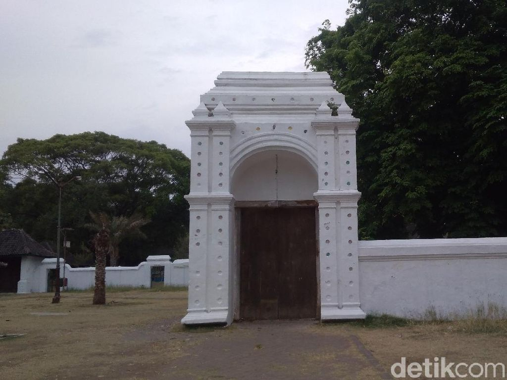 Foto: Gerbang Alam Gaib di Keraton Kanoman Cirebon
