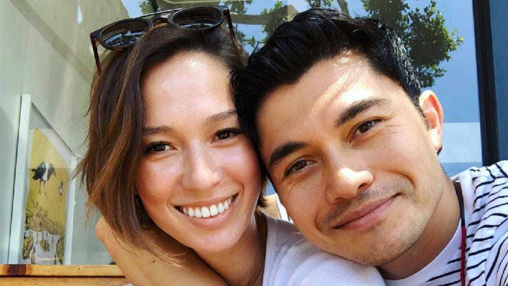 Romantisnya Pemain Crazy Rich Asians, Henry Golding dan Istri