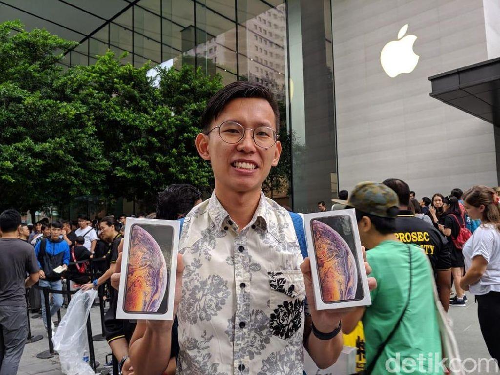 Antre Belasan Jam dan Hujan-hujanan Terbayar iPhone XS Max