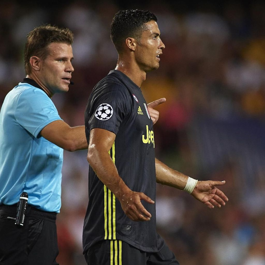 Ronaldo Tak Perlu Buktikan Apapun Usai Dikartu Merah