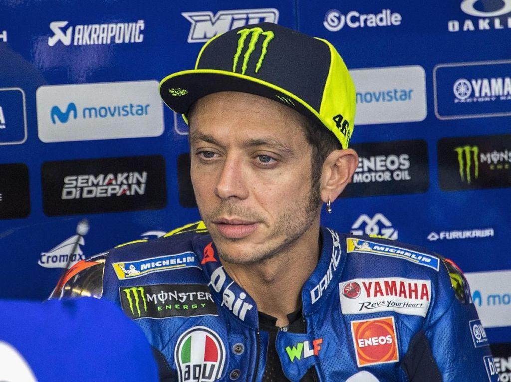 Apakah Rossi Jatuh karena Tekanan Marquez?