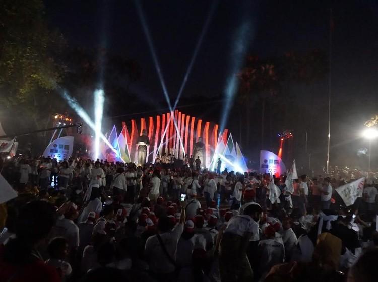 Lagu Meraih Bintang Diputar di Tugu Proklamasi Hibur Relawan Jokowi