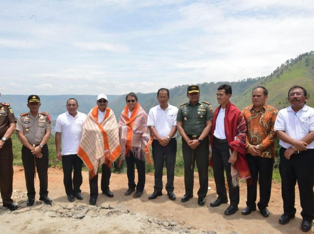 Menpar Luncurkan Pilot Project untuk Wirausaha Wisata Danau Toba