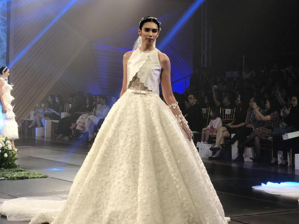 Tinara Brides Rilis Koleksi Gaun Pengantin Terbaru di Grand City, Surabaya