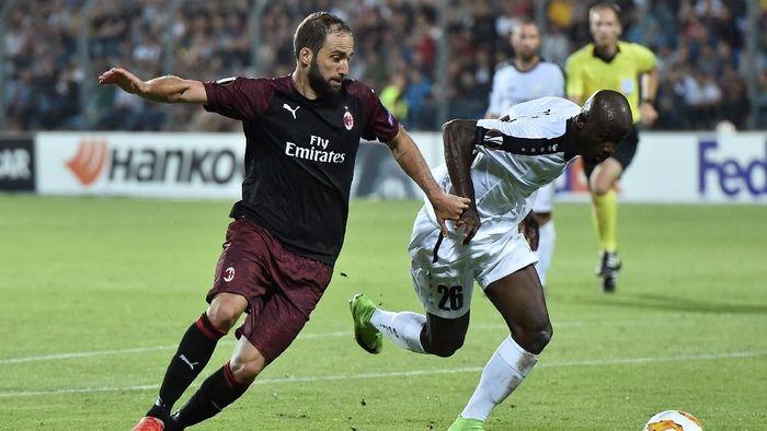 Gonzalo Higuain jadi penentu kemenangan AC Milan di Liga Europa (REUTERS/Eric Vidal)