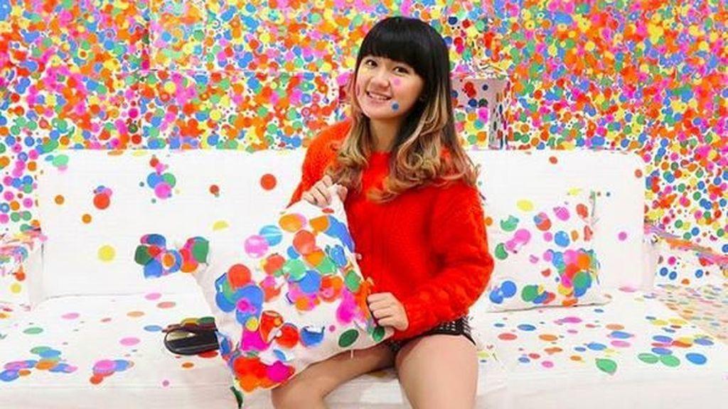 Netizen Heboh, Cindy Gulla eks JKT48 Foto Bareng Roberto Carlos