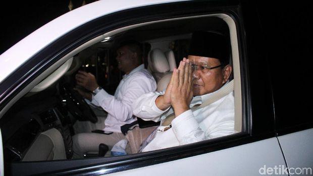 Saat Prabowo-Sandi saat akan ke KPU, Jakarta, Jumat (21/9/2018).