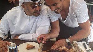 Selain Presiden Venezuela, 7 Tokoh Dunia Ini Juga Makan Steak Mahal Salt Bae