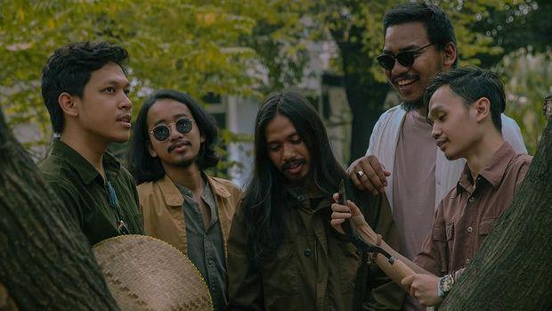 Feast merilis mini album terbaru bertajuk Beberapa Orang Memaafkan. Mini album itu mereka rilis secara digital melalui sejumlah layanan musik streaming.