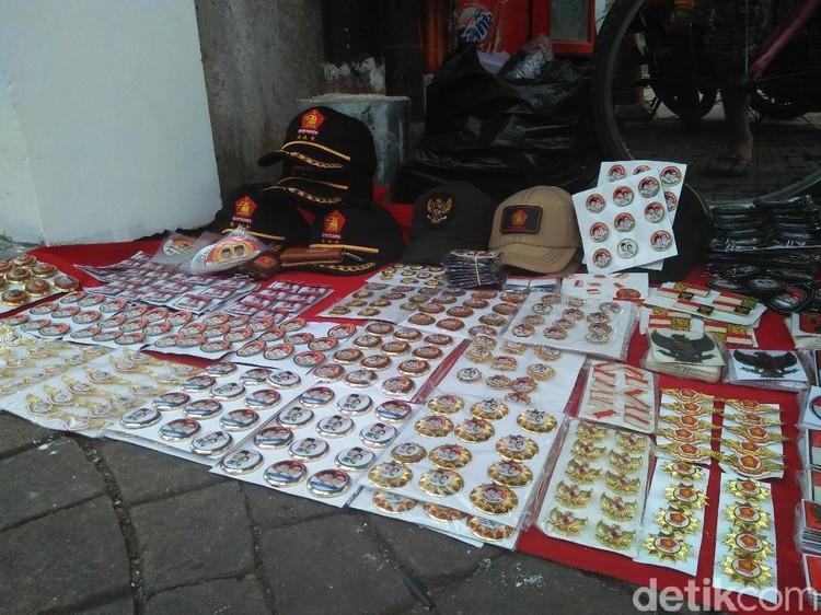 Di Posko Prabowo-Sandiaga, Dijual Atribut 2019 Ganti Presiden