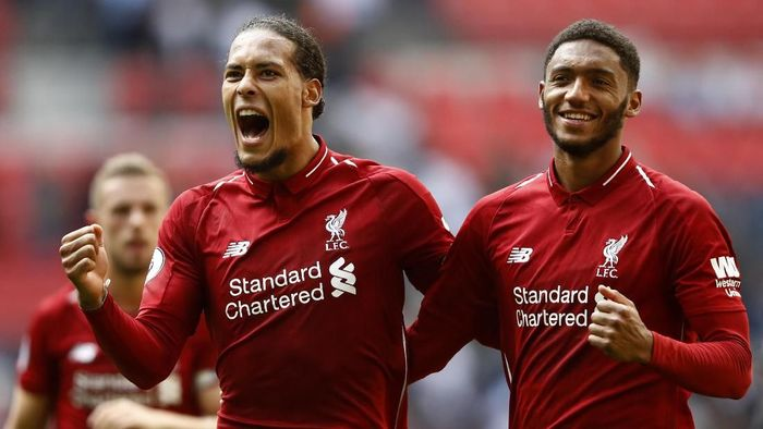 LONDON, ENGLAND - SEPTEMBER 15:  Virgil van Dijk of Liverpool and team mate Joe Gomez celebrate following the Premier League match between Tottenham Hotspur and Liverpool FC at Wembley Stadium on September 15, 2018 in London, United Kingdom.  (Photo by Julian Finney/Getty Images)
