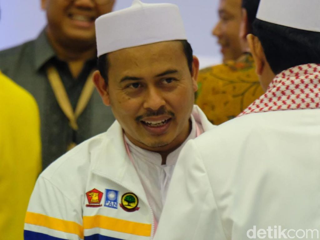 PA 212 Bela Prabowo: Lebih Kasihan Jokowi Dikelilingi Bu Mega