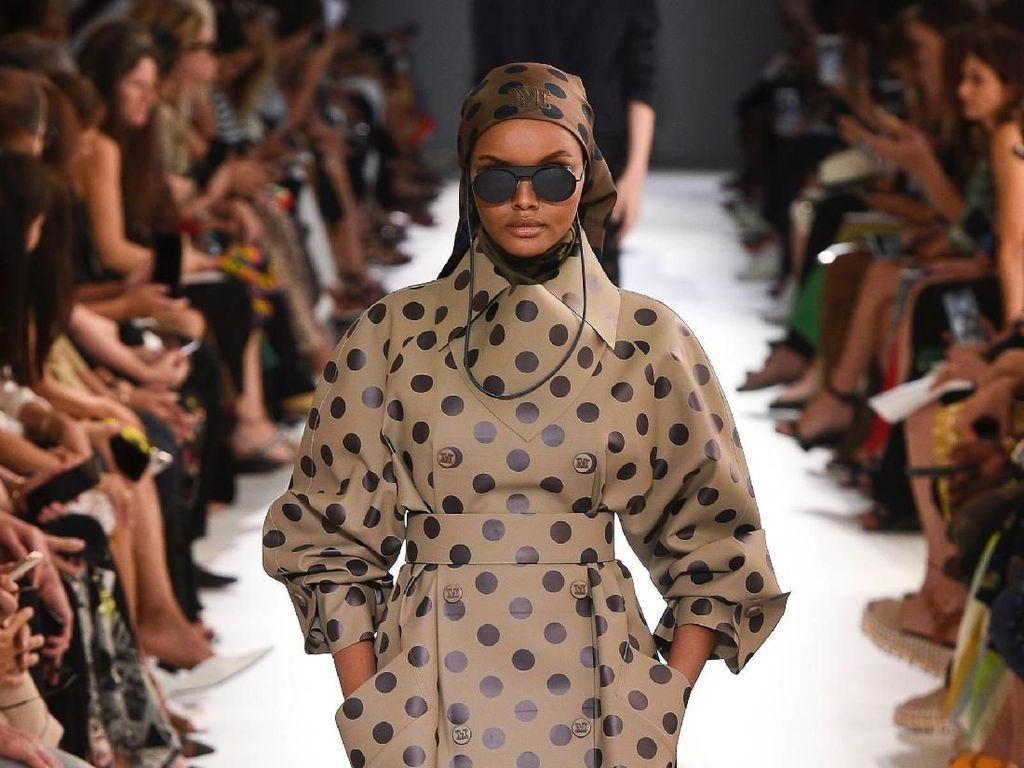 Model Berhijab Halima Aden Tampil di Iklan Kosmetik MAC