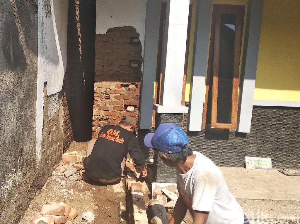 Mengintip Proses Pembangunan Akses ke Rumah Pak Eko