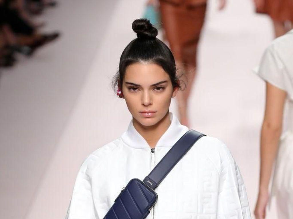 Tips Makeup Natural Glowy ala Kendall Jenner di Bulan Ramadhan