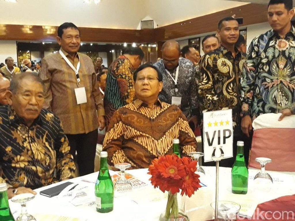 Ditemani Titiek Soeharto, Prabowo Hadiri Acara Bedah Buku