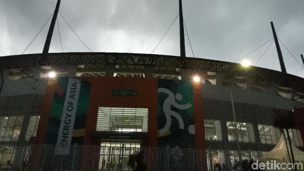 Hujan Tak Surutkan Suporter Dukung Timnas U-19 di Stadion Pakansari
