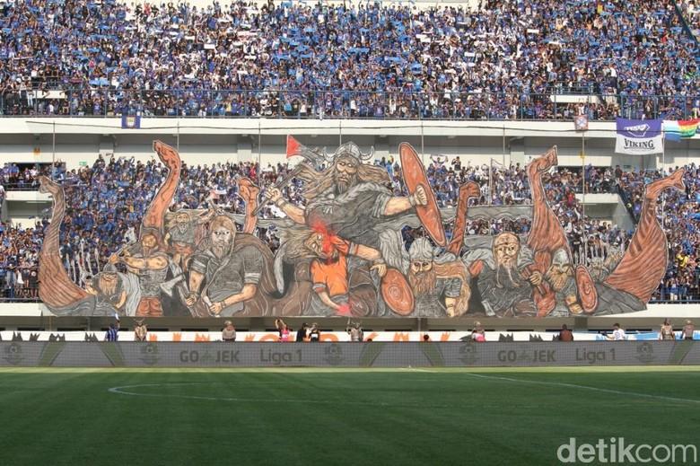 Kemeriahan Bobotoh di Stadion GBLA