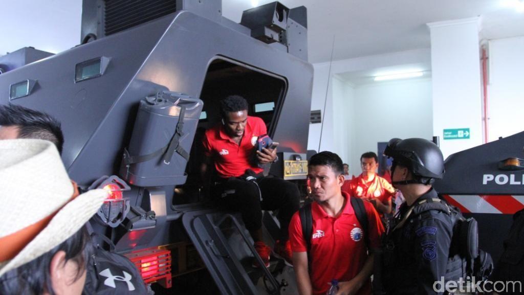 Skuat Persija Diantar Barracuda ke Stadion GBLA