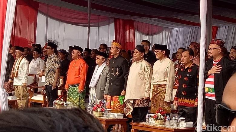 Tak Lagi Hormat, Begini Gaya Jokowi Nyanyi Indonesia Raya di Monas