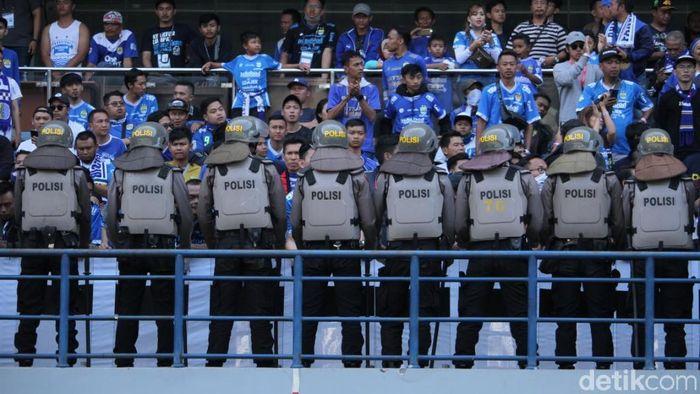 Sepakbola Indonesia kembali minta korba jiwa. Seorang suporter tewas dikeroyok jelang laga Persib vs Persija  (Wisma Putra/detikSport)