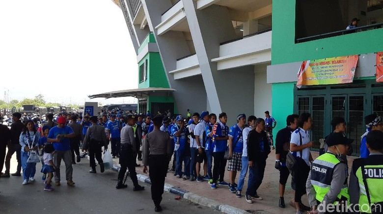 Mendekati Kickoff Persib Vs Persija, Antrean Masuk Stadion GBLA Mengular
