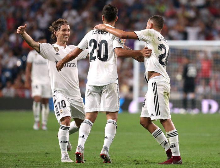 Wasit sempat meninjau VAR untuk karena Asensio sempat dinilai berada dalam posisi offside. Namun gol tersebut pada akhirnya tetap sah. REUTERS/Susana Vera.