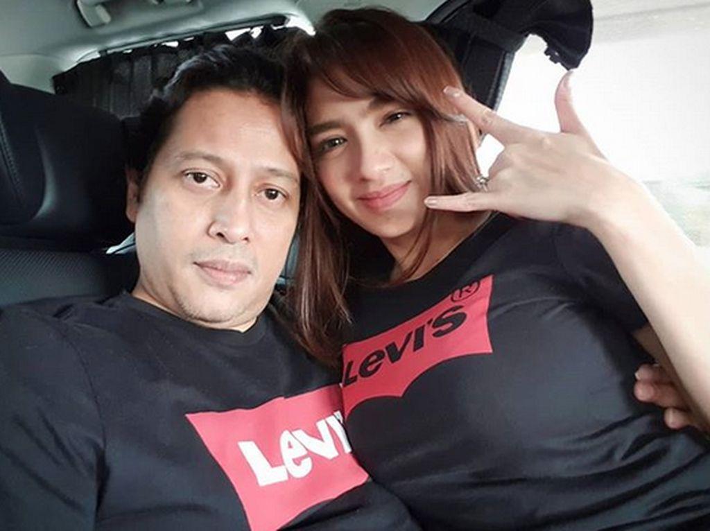 Potret Kemesraan Angel Karamoy dan Jose Poernomo di Dalam Mobil