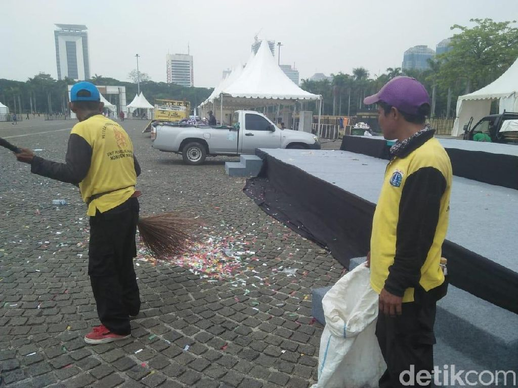 Pascadeklarasi Kampanye Damai, Sampah Bertebaran di Monas